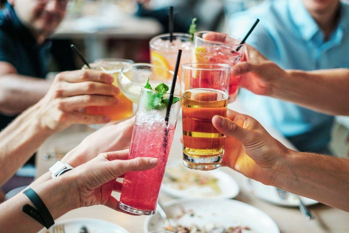 「酒臭い」に関連する英語フレーズ