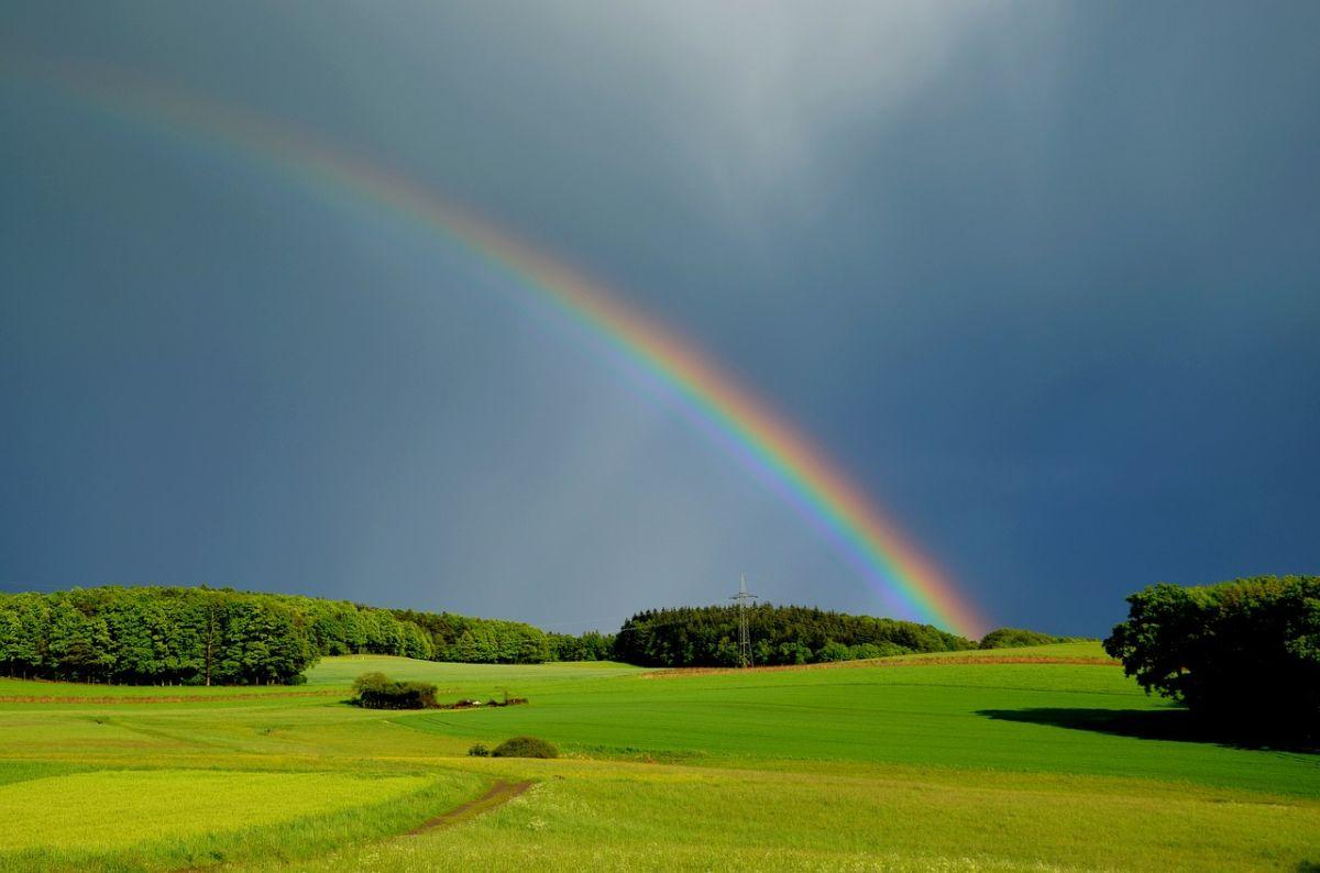 「雨が降ってきた」に関連する英語フレーズ