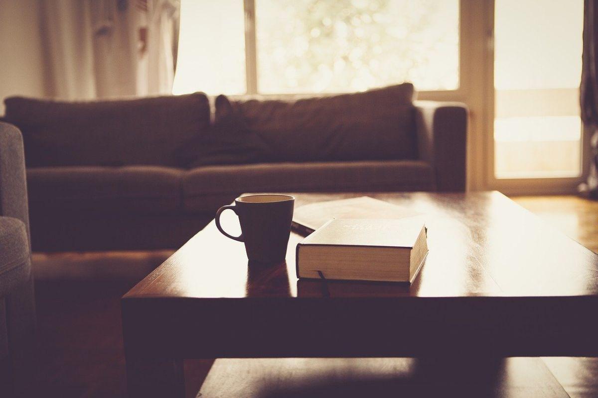 「家にいるのが好き」に関連する英語フレーズ