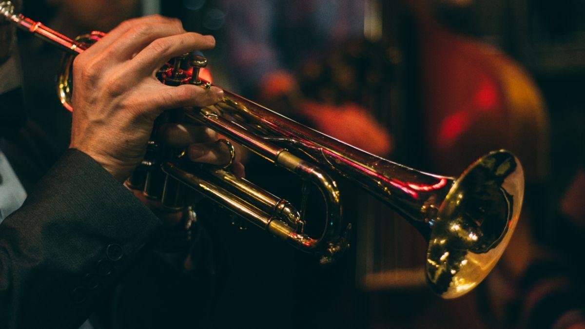 「何か楽器を弾けますか」に関連する英語フレーズ