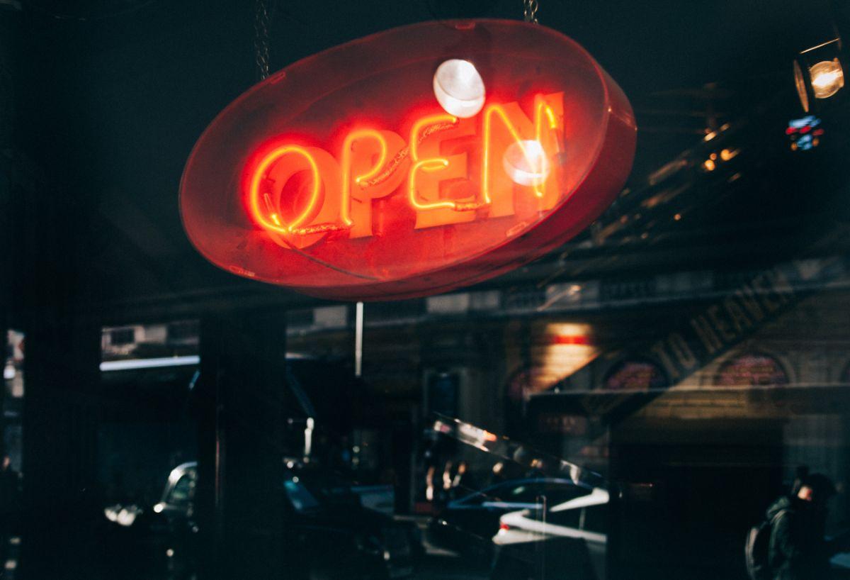「この辺りにレストランはありますか」に関連する英語フレーズ