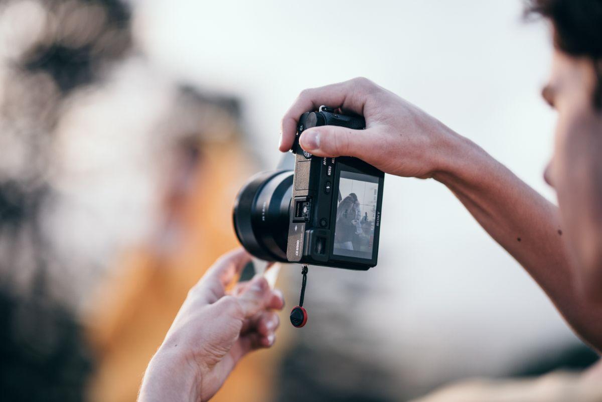「写真を撮られるのが嫌い」に関連する英語フレーズ