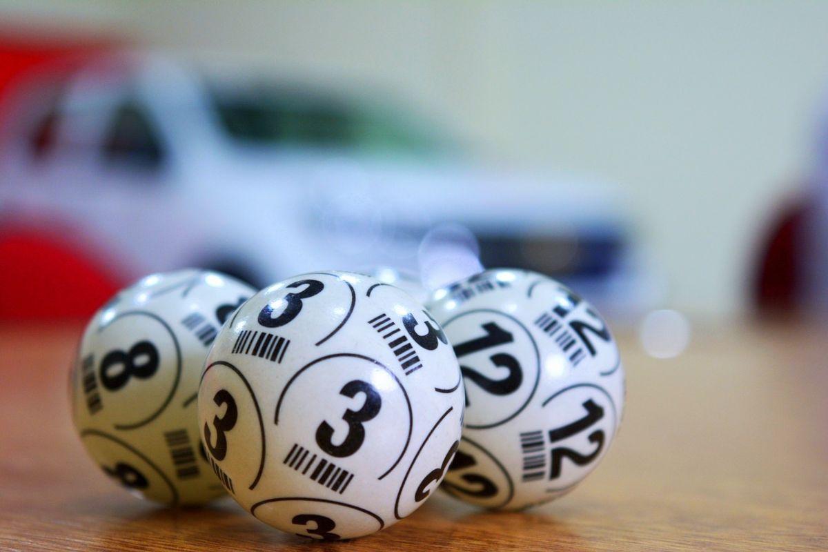 「宝くじに当たったらどうする?」に関連する英語フレーズ