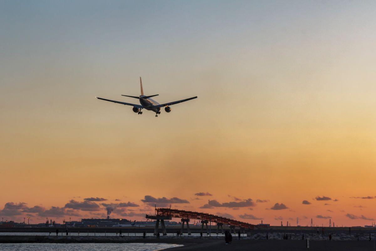 「飛行機が欠航になった」に関連する英語フレーズ