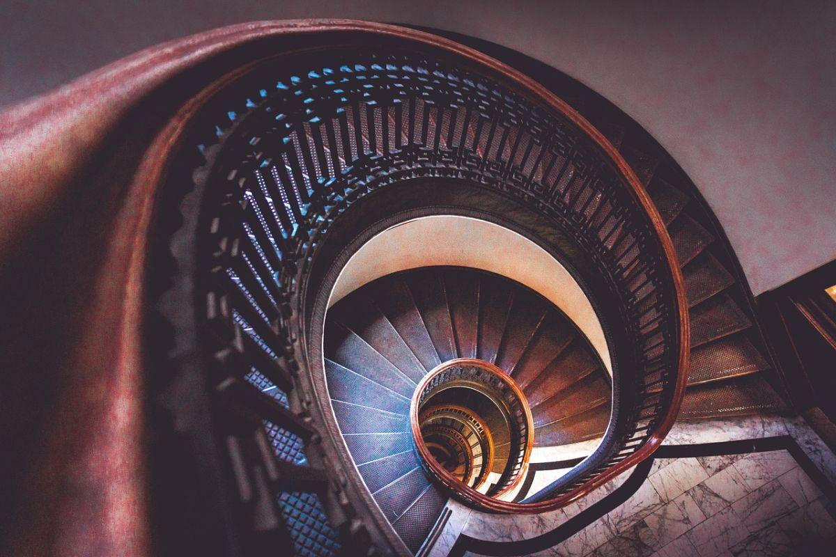 「階段に気をつけて」に関連する英語フレーズ