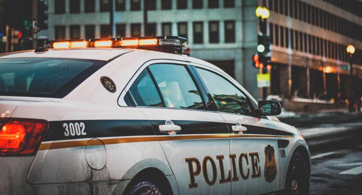 「警察に通報します」に関連する英語フレーズ