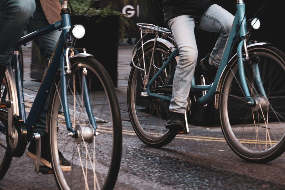 「自転車に乗るのが好き」に関連する英語フレーズ