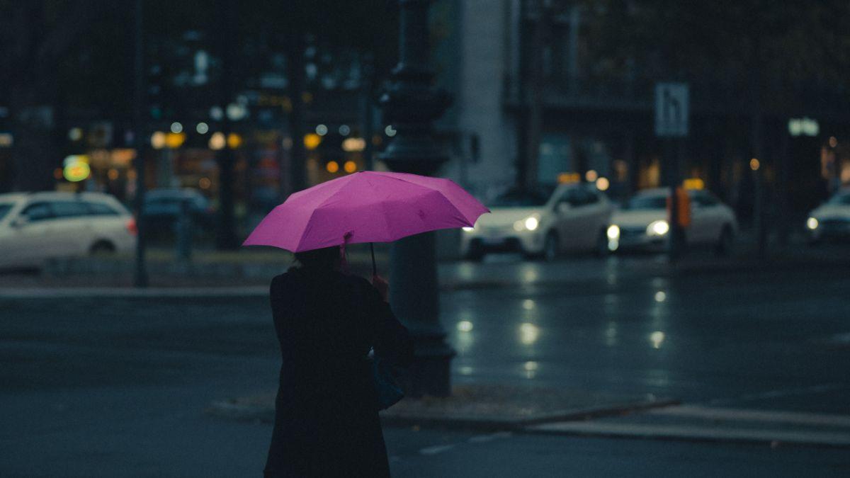 「土砂降りだ」に関連する英語フレーズ