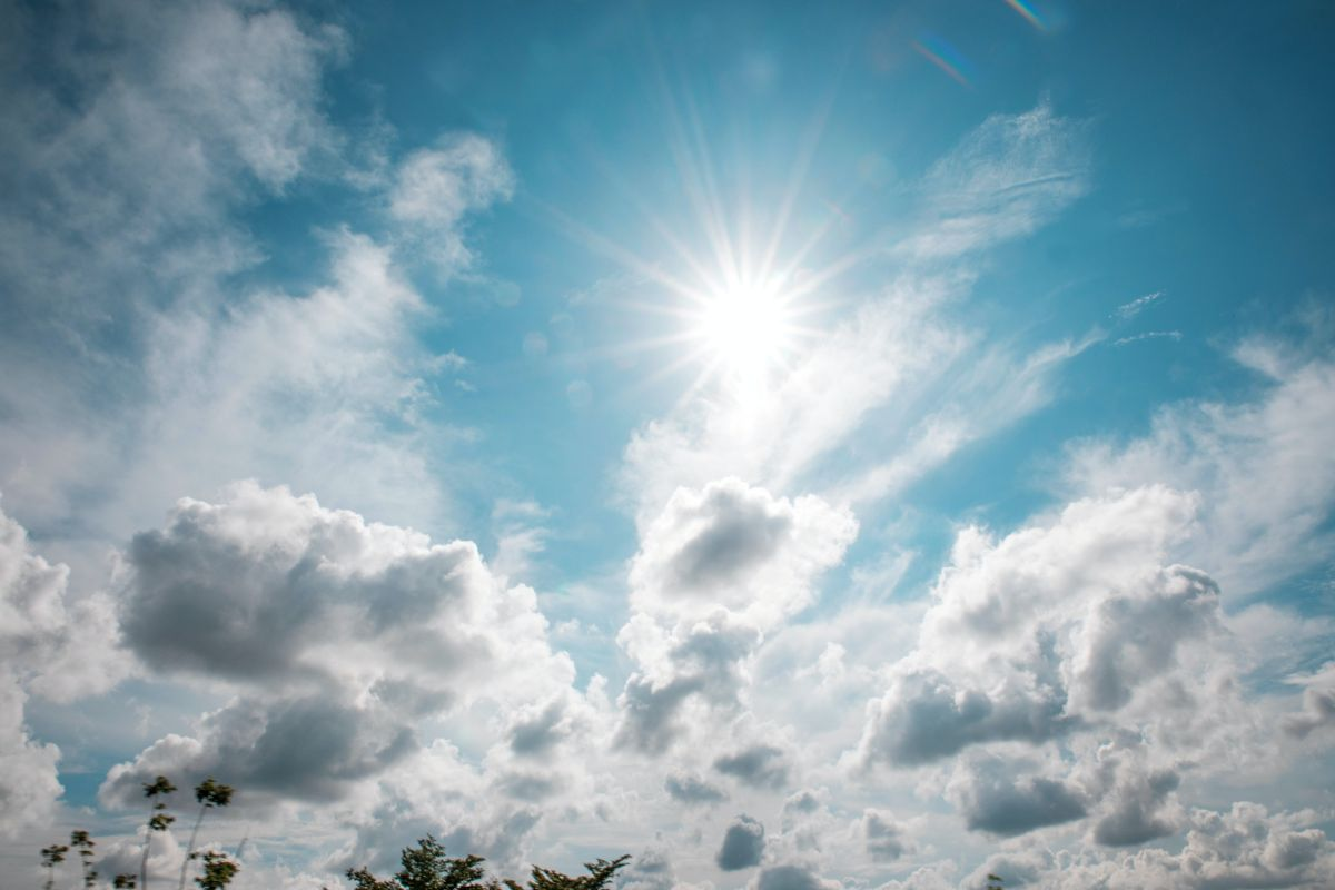 「太陽は東から昇る」に関連する英語フレーズ